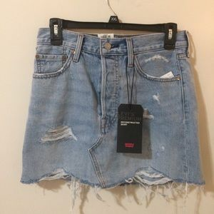 NWT Levi Deconstructed Denim Skirt - Size 26.